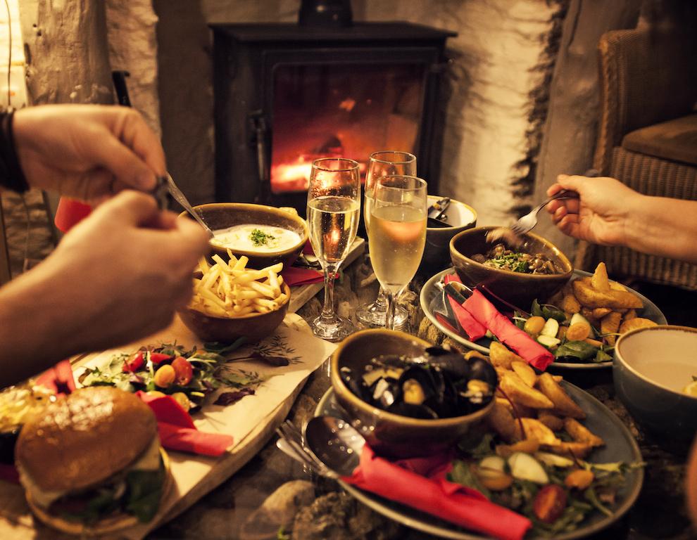 Join Bayards Cove Inn's Early Supper Club